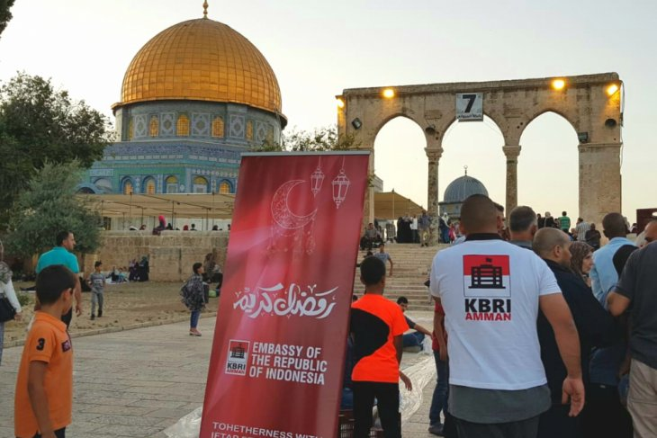 Indonesia provides fast-breaking meals to Palestinians at Al-Aqsa