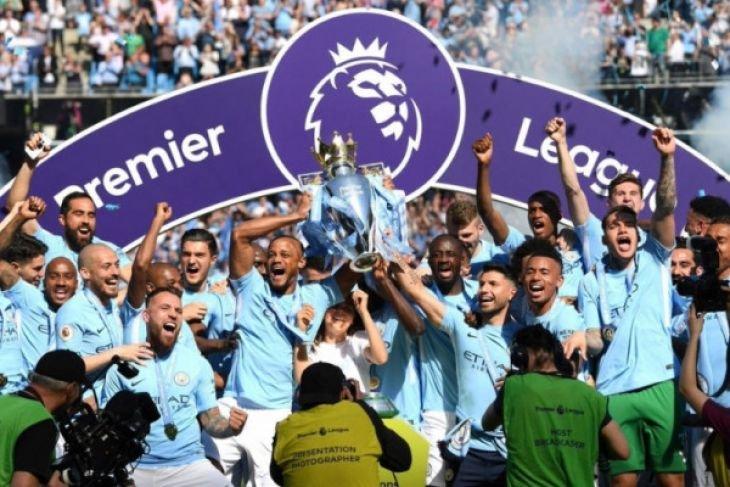 Manchester City cetak rekor 100 poin
