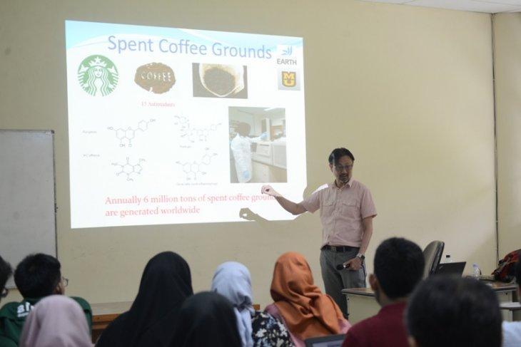 Kuliah tamu di IPB ungkap manfaat ampas kopi untuk produk perawatan