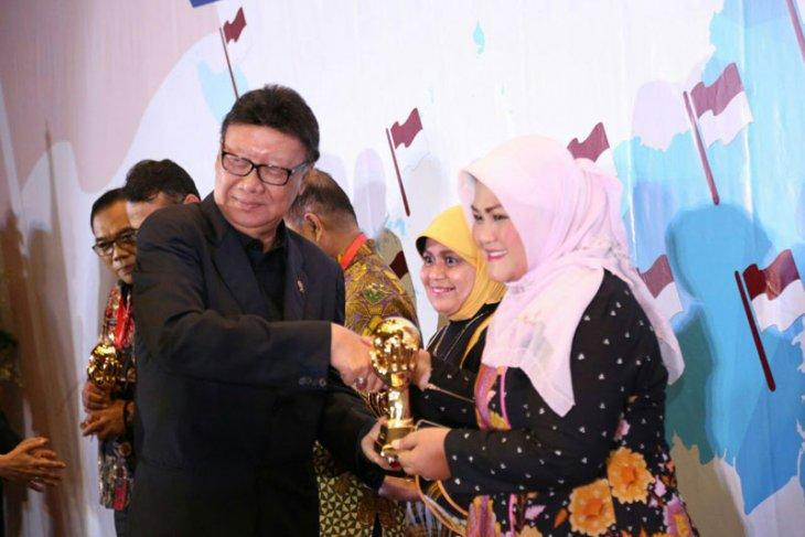 Pemkab Bekasi meraih penghargaan dari Mendagri