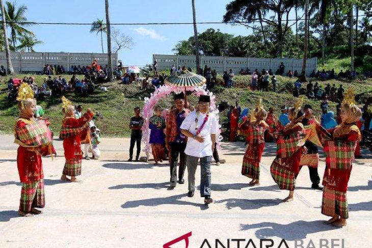 Sekda Bangka Barat apresiasi pesata adat perang ketupat di Tempilang