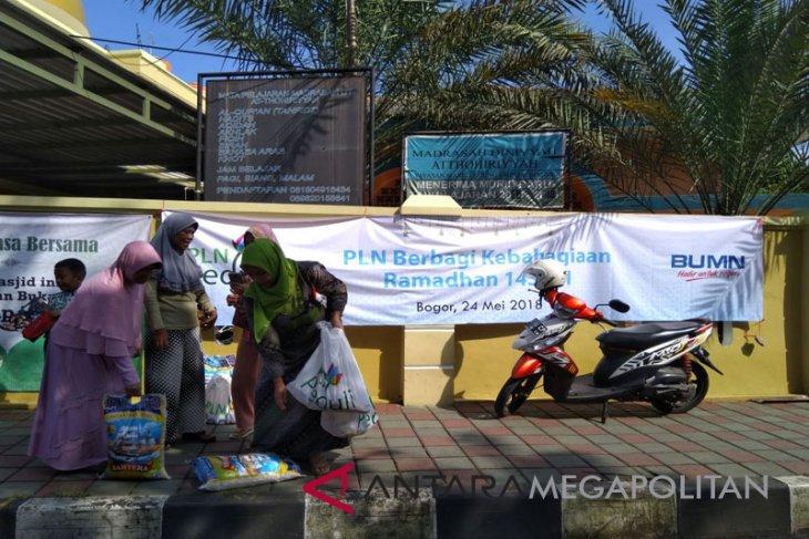 PLN Bogor salurkan 1.000 paket sembako Ramadhan