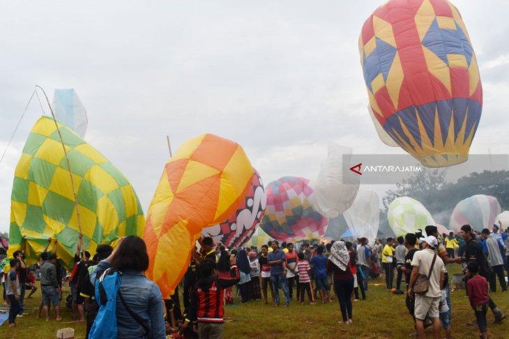 Kemenhub Edukasi Warga Lewat Festival Balon Udara di