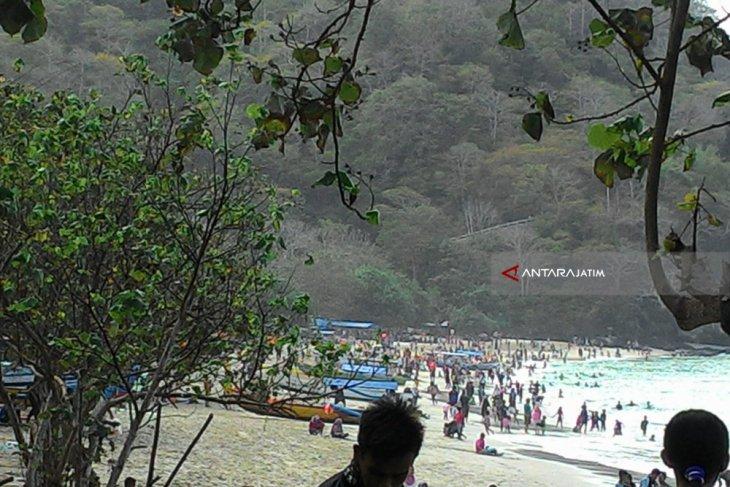 Ribuan Wisatawan Plesir ke Pantai Papuma Jember Selama Libur Lebaran