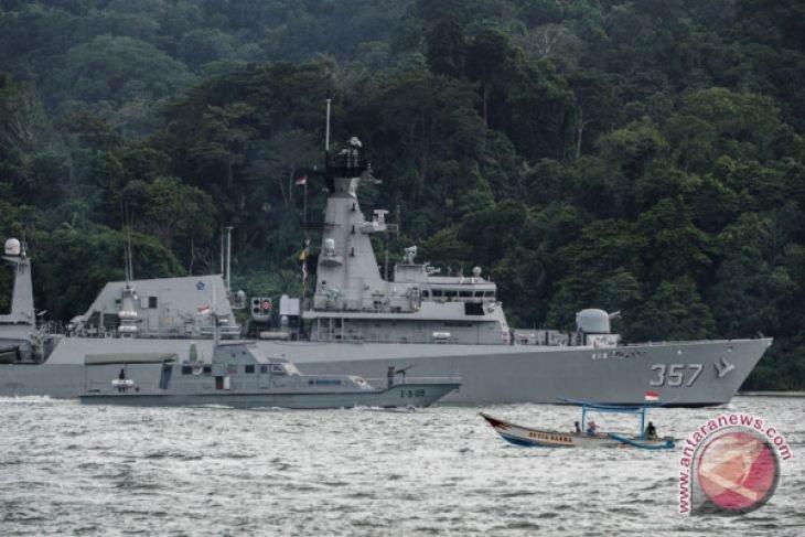 KRI Bung Tomo tangkap dua kapal Vietnam di Perairan Natuna