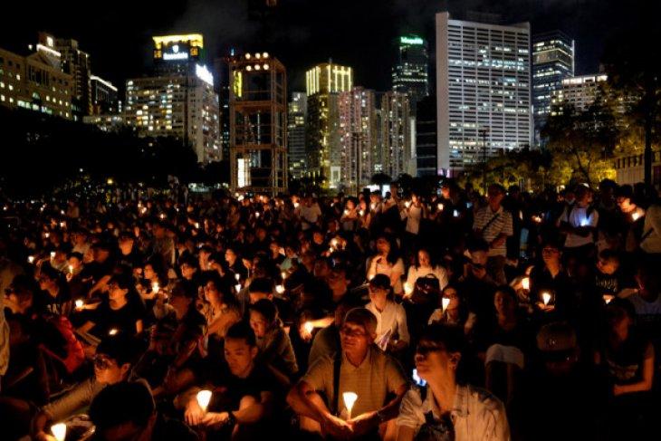 Warga peringati tragedi berdarah Tiananmen dengan lilin di seluruh kota
