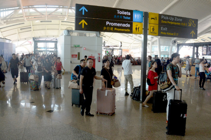 Bali airport customs provides eight special lanes for IMF-WB delegation