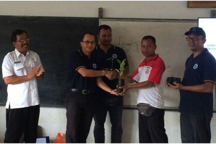 Karyawan AQUA Mambal berikan edukasi Hidup Sehat dan Pertanian Sehat