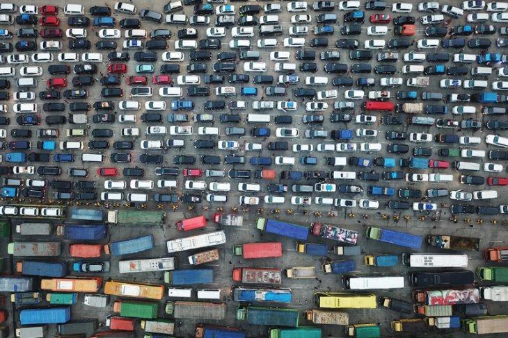 ASDP ferries 835,651 Eid travelers through Merak Port