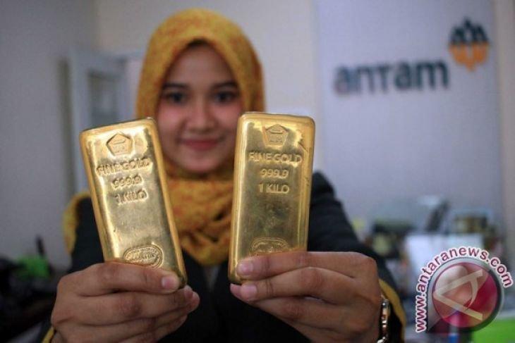 Harga emas Antam anjlok Rp18.000