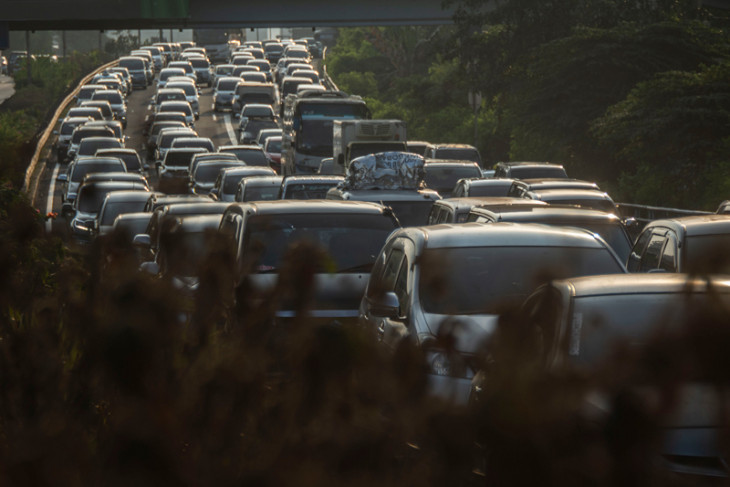 Jabodetabek`s traffic congestion inflicts Rp65 trillion in losses: Jokowi
