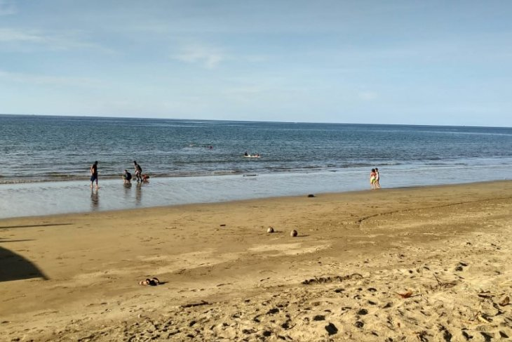 Pantai Minanga Atinggola Sepi Pengunjung