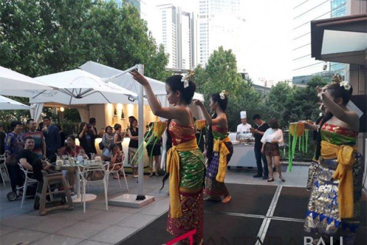 Penari Bali buka Festival Kuliner Nusantara KBRI Beijing