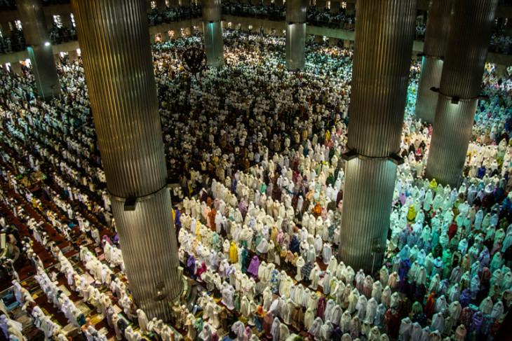 Vice President Jusuf Kalla attends Eid al-Adha prayers in Istiqlal