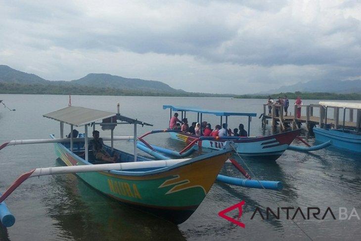 Pemudik manfaatkan wisata Teluk Gilimanuk untuk istirahat