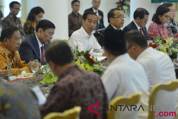 President chairs cabinet meeting on draft 2019 state budget