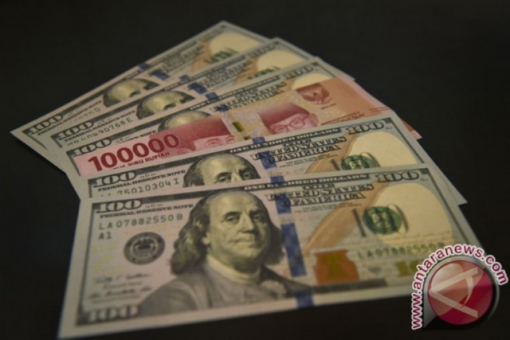Rupiah weakens to Rp14,815 on Monday afternoon