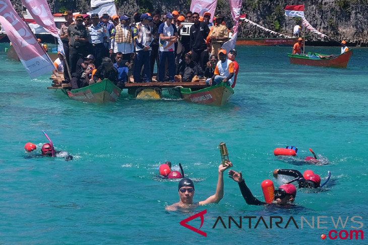 Indonesia showcases main tourist destinations during Asian Games torch relay