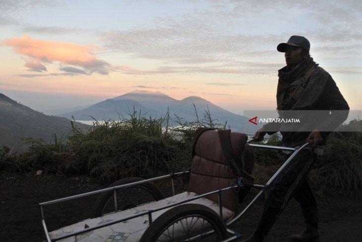 Gunung  Raung dua kali erupsi kecil