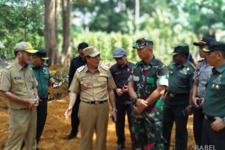 Kodim 0413 Bangka bantu bangun jalan desa