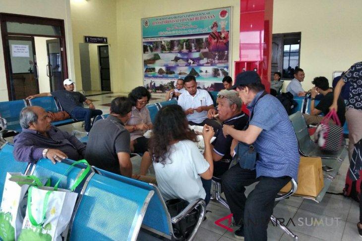 Penerbangam dari Bandara Ferdinand Tobing - Kualanamu tertunda