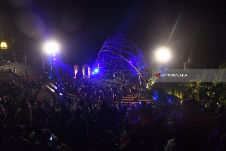 Ribuan Pengunjung Padati Jaz Gunung Bromo