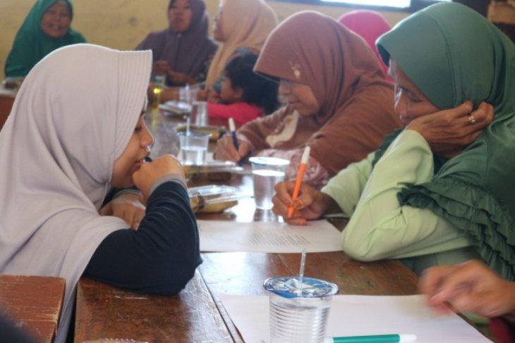 Mahasiswa IPB bantu single mom di Kampung Janda jadi pionir keluarga sejahtera