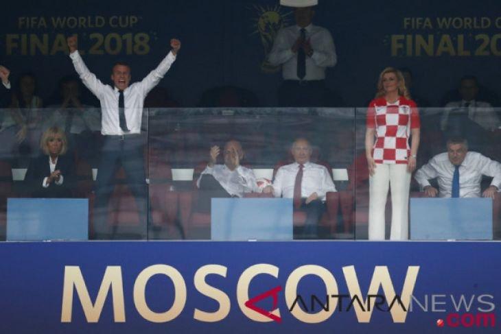 Macron Berikan Selamat Ke Putin Atas Suksesnya Piala Dunia