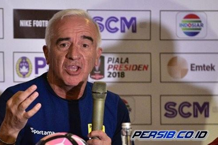 Soccer - Dismissal of coach Gomez not due to Persib`s failure