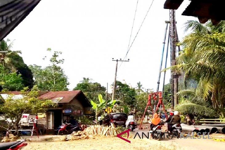 Video - Dinas PUPR Provinsi Kalsel perbaiki jalan lintas Balangan-HSU