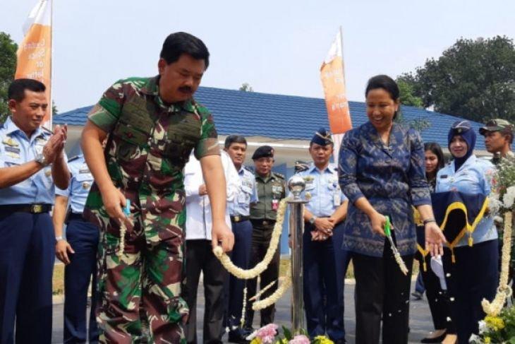 Menteri BUMN serahkan rumah dinas TNI AU di Halim