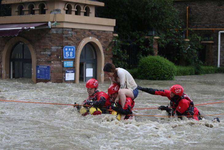 Tiga tewas dan tiga hilang ditelan banjir