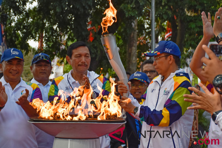 Asian Games - Senior  minister Panjaitan  takes part in Asian Games  Torch relay