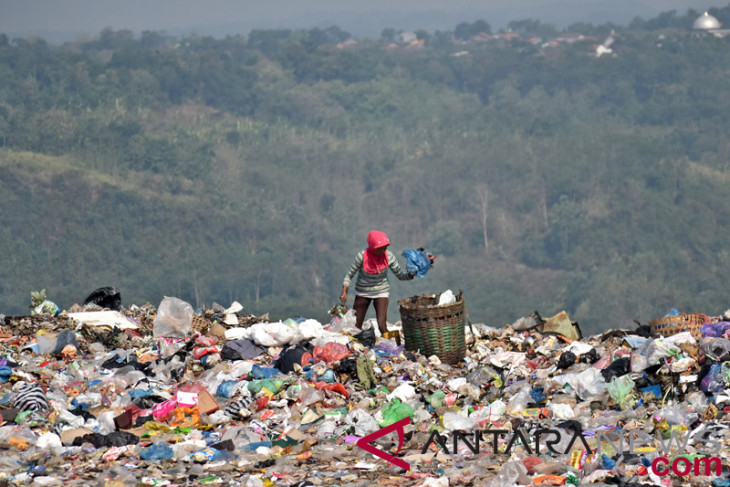 Industrialists asked to stop producing disposable plastic wrapper