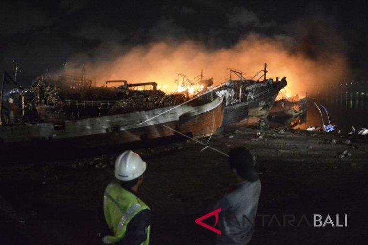 Legislator minta penyelidikan lanjutan kebakaran kapal ikan di Benoa