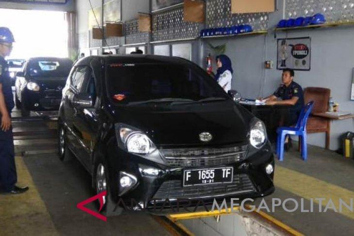Puluhan mobil angkutan daring Sukabumi jalani KIR