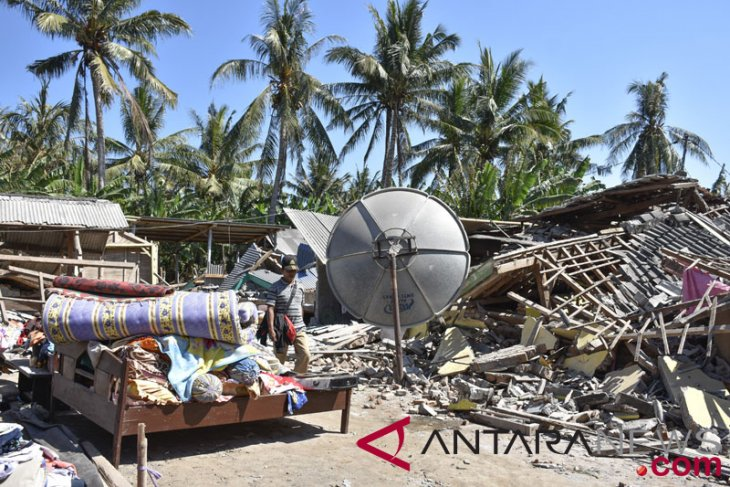 Lombok jolted by over 100 aftershocks