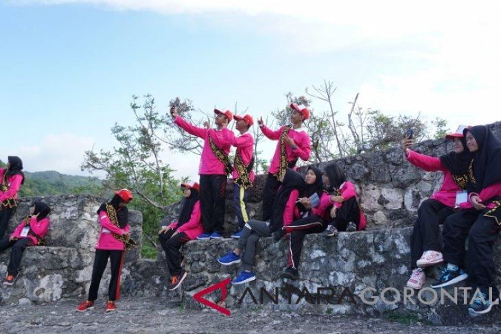 Bumn Hadir Smn Kunjungi Obyek Wisata Sejarah Benteng Otanaha Antara News Gorontalo