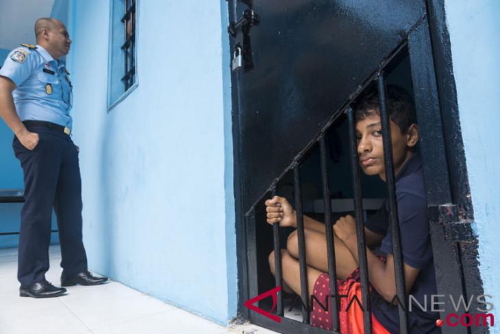 Indonesia deports 40 Bangladeshis