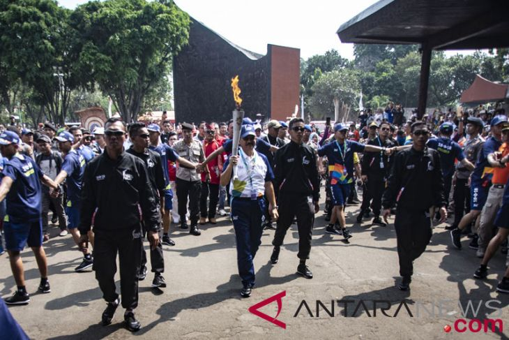 Art performances enliven Asian Games torch relay in E Jakarta