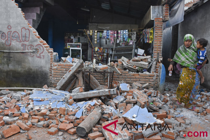 Lombok`s quake death toll rises to 105: government