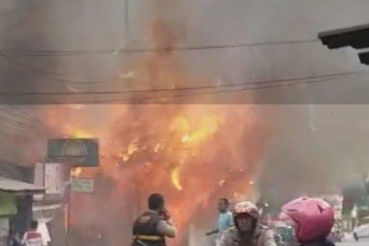 Sejumlah rumah padat penduduk Jakarta Pusat terbakar