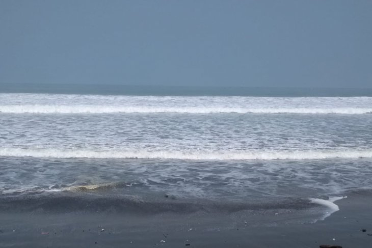 Awas..!! gelombang laut selatan Sukabumi mencapai enam meter