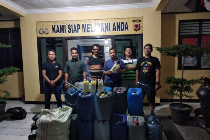 Polisi gerebek kontrakan tempat peracik minuman keras