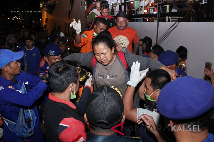 Evakuasi Korban KM Satya Kencana IX