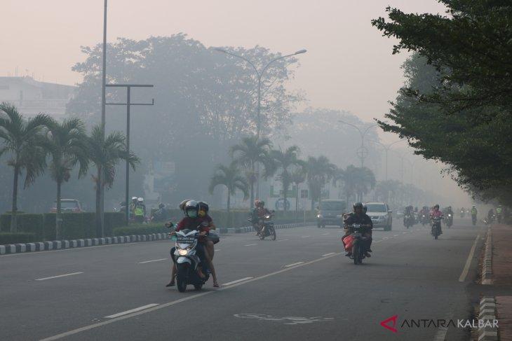 Kabut asap tebal selimuti Pontianak