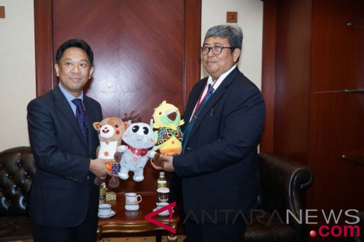Asian Games - Brunei`s attorney general receives mascots