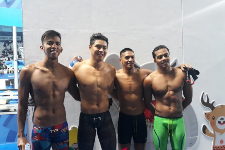 Asian Games (swimming) - Indonesia sets two national records in men`s relay