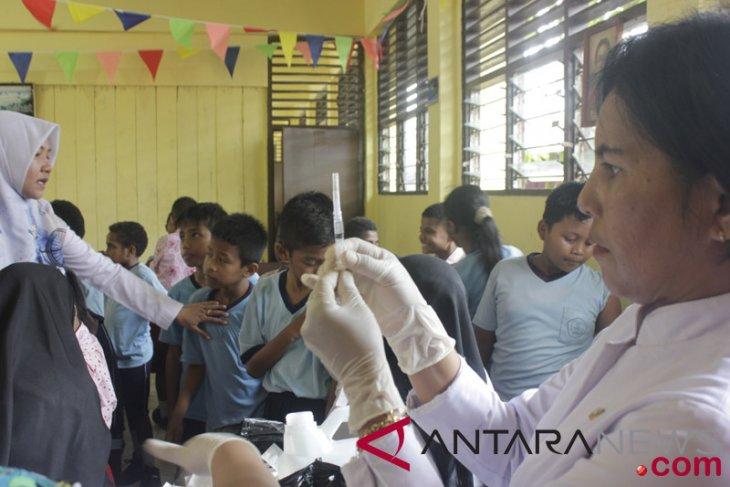 Rubella immunization team deployed to schools in Mimika