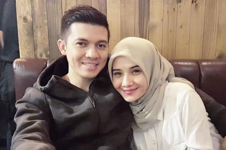 Diduga terlibat penggelapan uang bisnis, pasangan selebritis Irwansyah dan Zaskia Sungkar dipanggil polisi